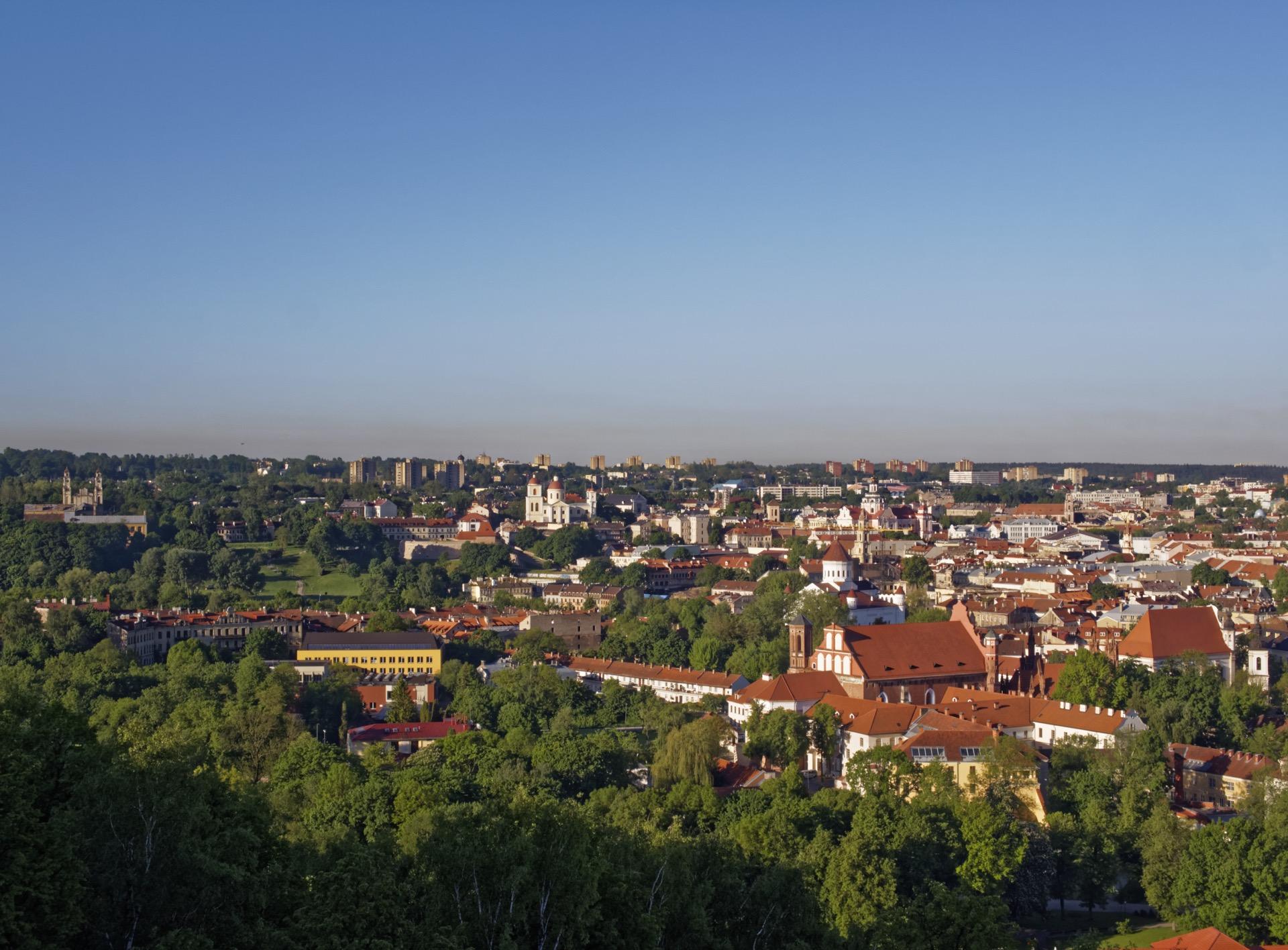 Bild: Ausschnitt aus dem Panoramafoto von Vilnius. Aufgenommen vom Berg der Drei Kreuze.