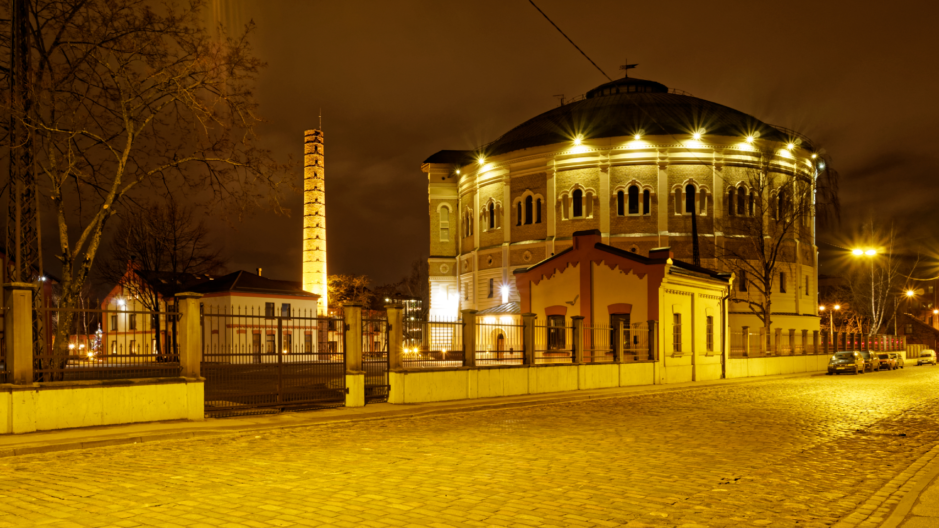 Bild: Das Gasometer in der Matīsa iela in Rīga wurde vom Architekten Karl Johann Felsko entworfen. OLYMPUS OM-D E-M1 mitLEICA H-X015E-K DG SUMMILUX 1.7 / 15mm. ISO 200 ¦ f/7,1 ¦ 15 mm ¦ 5 s ¦ kein Blitz Klicken Sie auf das Bild um es zu vergrößern.