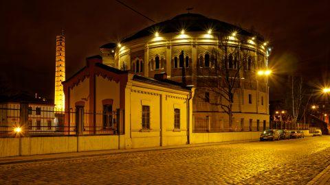 Bild: Das Gasometer in der Matīsa iela in Rīga wurde vom Architekten Karl Johann Felsko entworfen. OLYMPUS OM-D E-M1 mitLEICA H-X015E-K DG SUMMILUX 1.7 / 15mm. ISO 200 ¦ f/7,1 ¦ 15 mm ¦ 4 s ¦ kein Blitz Klicken Sie auf das Bild um es zu vergrößern.
