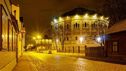 Bild: Das Gasometer in der Matīsa iela in Rīga wurde vom Architekten Karl Johann Felsko entworfen. OLYMPUS OM-D E-M1 mitLEICA H-X015E-K DG SUMMILUX 1.7 / 15mm. ISO 200 ¦ f/7,1 ¦ 15 mm ¦ 6 s ¦ kein Blitz Klicken Sie auf das Bild um es zu vergrößern.