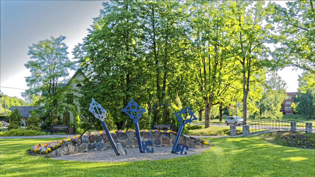 """Bild: Das Denkmal """"Lielā stēla"""" in Sigulda. OLYMPUS OM-D E-M1 Mark I und LEICA DG SUMMILUX 15 mm / F1.7 ASPH. ISO 200 ¦ f/5.6 ¦ 15 mm ¦ 1/80 s ¦ kein Blitz Klicken Sie auf das Bild um es zu vergrößern."""