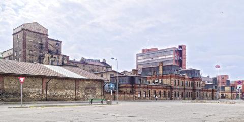 Bild: Heute is die Brauerei ALDARIS eine der letzten verbliebenen Großbrauereien von Rīga. Im Stadtteil Sarkandaugava von Rīga in der Tvaika iela. OLYMPUS OM-D E-M1 Mark II und LEICA DG SUMMILUX 1.7 / 15mm. ISO 200 ¦ f/7.1 ¦ 15 mm ¦ 1/800 s ¦ kein Blitz. Klicken Sie auf das Bild um es zu vergrößern.