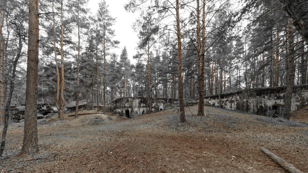Bild: Die Artilleriefestungen im Stadtteil Mangaļsala von Rīga wurden nie militärisch genutzt. Sie wurden beim Vormarsch der Kaiserlichen Deutschen Truppen während des Ersten Weltkrieges eilig verlassen.