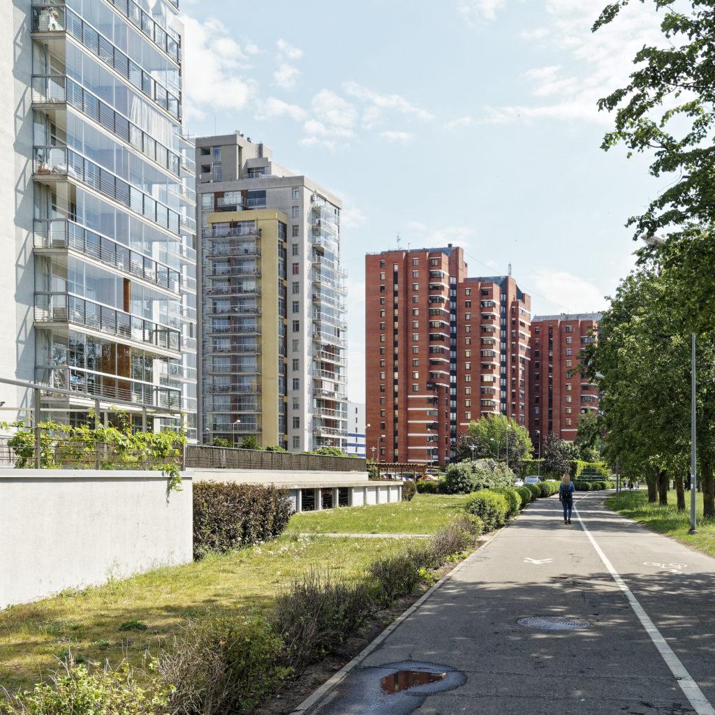 """Bild: Wohnpark """"METROPOLIA"""" im Stadtteil Imanta von Rīga. Die Häuser wurden zwischen 2004 und 2009 am Anniņmuižas bulvāris errichtet."""