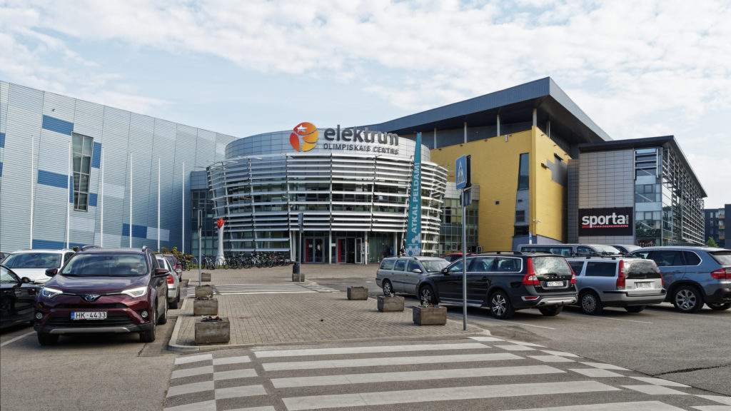 Bild: Das Sportzentrum elektrum befindet sich neben der Arēna Rīga im Stadtteil Skanste von Rīga. Hier gibt es unter anderem einen Beach Volley Platz.