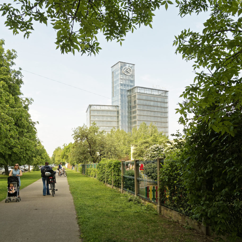 Bild: Verwaltungsgebäude der Geschäftsbank RIETUMU im Stadtteil Skanste von Rīga.