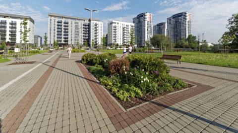 """Bild: Moderner Wohnkomplex im Stadtteil Skanste von Rīga mit den vier Hochhäusern """"Skanstes virsotnes""""."""