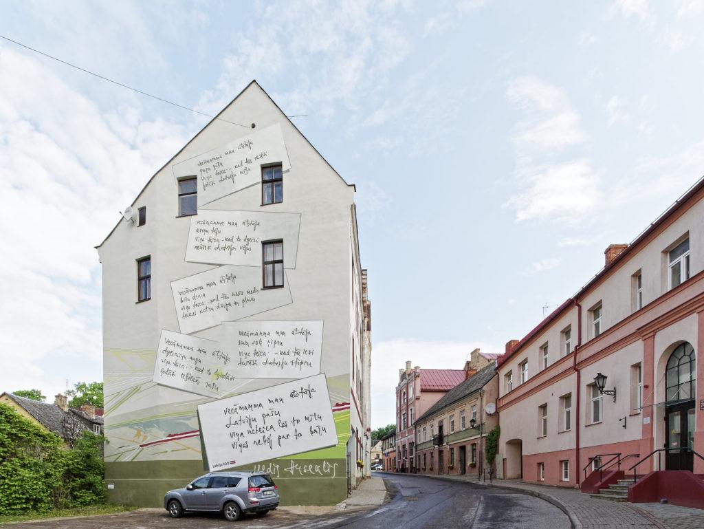 Bild: Kandava ist eine bunte lettische Kleinstadt, die auf mehreren Hügeln oberhalb des Flusses Abava liegt.