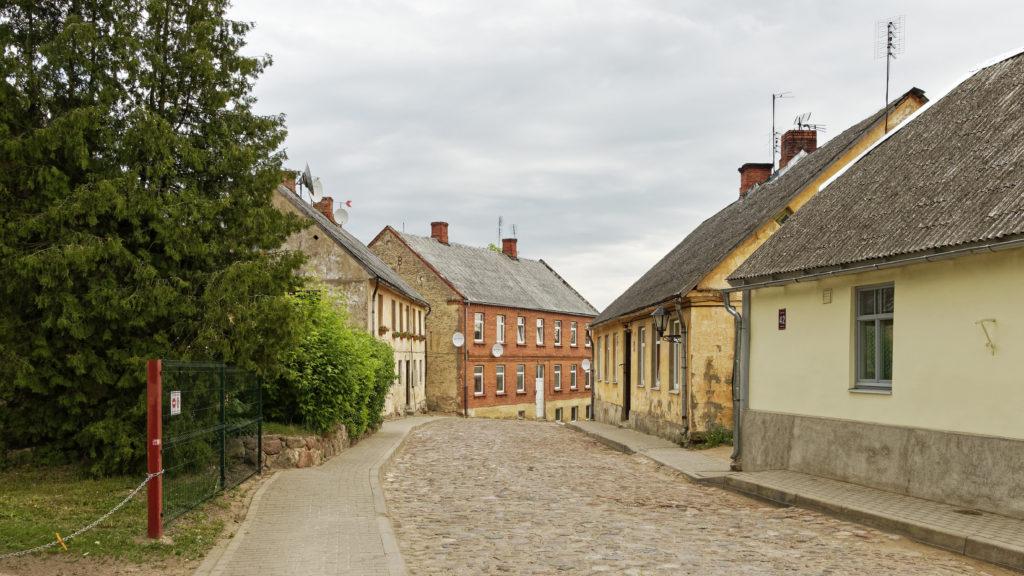 Bild: Häuser in der Lielā iela - der Großen Straße - in der Altstadt von Kandava.