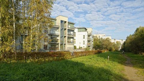 Bild: Auch im Stadtteil Zolitūde in Rīga wurden in den letzten Jahren moderne Apartmenthäuser gebaut. Diese stehen aber am Rande der Siedlung.