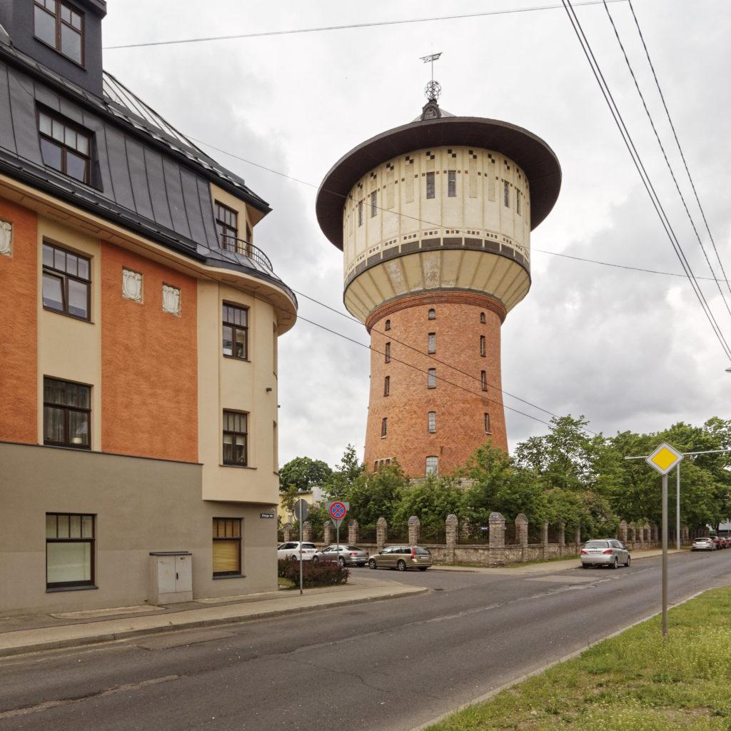 Bild: Der Wasserturm im Stadtteil Āgenskalns in der Alīses iela in Rīga.