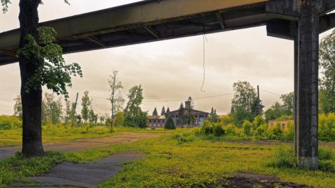 Bild: Der Flughafen Spilve im gleichnamigen Stadtteil von Rīga wird heute nicht mehr für Verkehrsflüge genutzt. Wie viele historische Bauten in Rīga rottet er still vor sich hin.