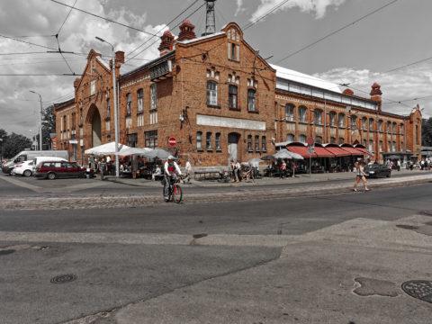 Bild: Der Markt von Āgenskalns - Āgenskalna tirgus - in einer Außenansicht von 2014. Der Markt ist mittlerweile wegen Renovierungsarbeiten geschlossen.