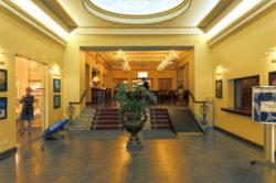Bild: Eingangshalle des geschlossenen Hotel Rīga in der Altstadt der lettischen Hauptstadt.