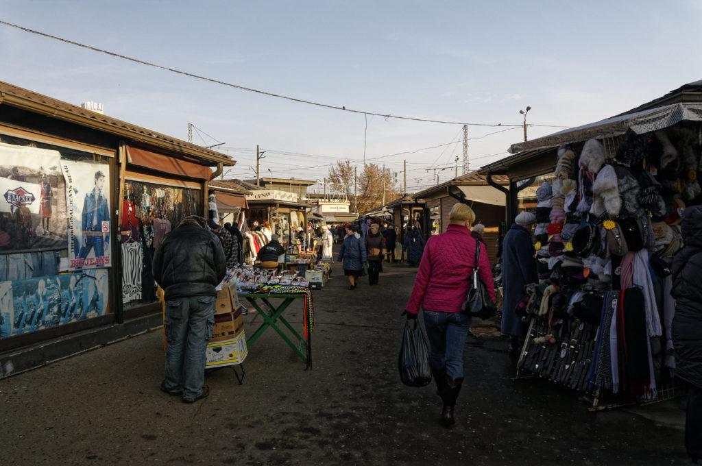 Bild: Außenbereich des Zentralmarktes von Rīga. Anfang November 2011. NIKON D300s mit AF-S DX NIKKOR 18-200 mm 1:3.5-5.6G ED VR Ⅱ. Klicken Sie auf das Bild, um es zu vergrößern.