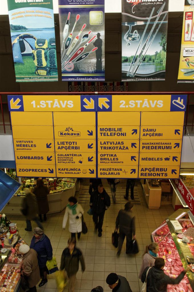 Bild: Auf dem Zentralmarkt von Rīga gibt es noch mehr als nur Lebensmittel. Anfang November 2011. NIKON D300s mit AF-S DX NIKKOR 18-200 mm 1:3.5-5.6G ED VR Ⅱ. Klicken Sie auf das Bild, um es zu vergrößern.