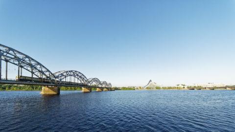 Bild: Die Lettische Nationalbibliothek oder Latvijas Nacionālā bibliotēka in Rīga vom rechten Ufer der Daugava aus gesehen. Ende Mai 2018.