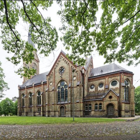 Bild: Rīga - Die Evangelisch Lutherische Kirche - Lutera evaņģēliski luteriskā baznīca - im Stadtteil Torņakalns am linken Ufer der Daugava. Die neugotische Kirche wurde zwischen 1888 und 1891 erbaut.
