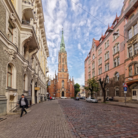 Bild: Die an der alten evangelisch-lutherischen Kirche St. Gertrudis oder St. Gertrud oder Svētā Ģertrūdes baznīca in der Neustadt von Rīga. Klicken Sie auf das Bild, um es zu vergrößern.