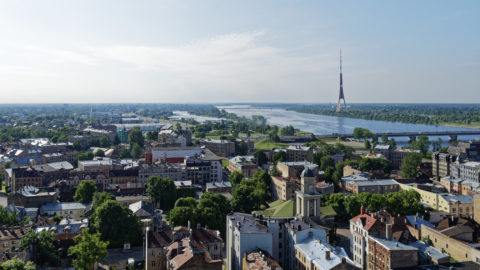 Bild: Rīga - Der Fernsehturm oder Rīgas radio un televīzijas tornis auf der Insel Zaķusala von der Aussichtsplattform der Akademie der Wissenschaften aus gesehen. Aufnahme aus dem Jahre 2017. Klicken Sie auf das Bild, um es zu vergrößern.