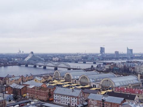 Bild: Die Lettische Nationalbibliothek oder Latvijas Nacionālā bibliotēka in Rīga von der Beobachtungsplattform der Akademie der Wissenschaften aus gesehen.<br /> Mitte Dezember 2014.