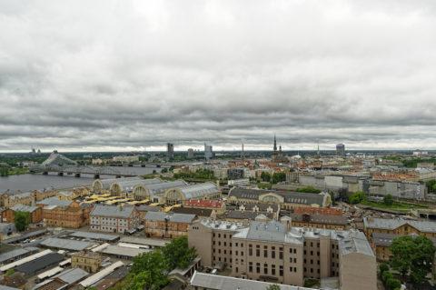 Bild: Die Lettische Nationalbibliothek oder Latvijas Nacionālā bibliotēka in Rīga von der Beobachtungsplattform der Akademie der Wissenschaften aus gesehen. Anfang Juni 2014.