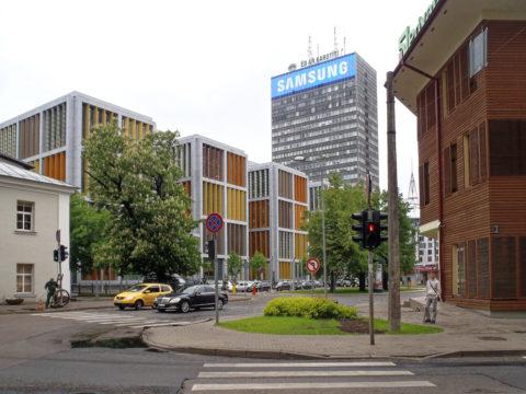 Bild: Rīga - Das Bürohochhaus und die Citadele Bank am Republikas laukums - dem Platz der Republik - auf dem Gelände der ehemaligen Zitadelle am nördlichen Rand der Altstadt. Links ist die Citadele Bank zu sehen.