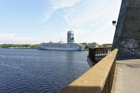 Bild: Rīga - Die Schrägseilbrücke oder Vanšu-Brücke oder Vanšu tilts über den Fluss Daugava. Morgenstimmung im späten Frühjahr. Foto von Ende Mai 2012. Klicken Sie auf das Bild, um es zu vergrößern.