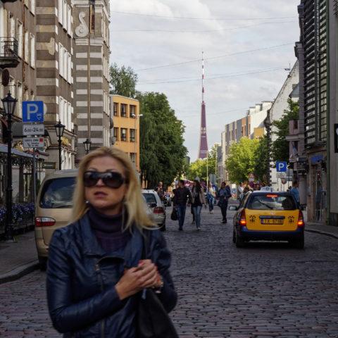 Bild: Rīga - Der Fernsehturm oder Rīgas radio un televīzijas tornis auf der Insel Zaķusala von der Altstadt aus gesehen. Aufnahme aus dem Jahre 2014. Klicken Sie auf das Bild, um es zu vergrößern.