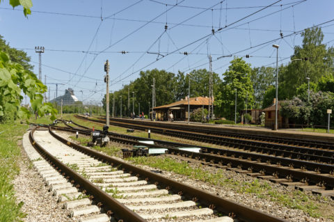 Bild: Die Lettische Nationalbibliothek oder Latvijas Nacionālā bibliotēka in Rīga vom Bahnhof Torņakalns aus gesehen. Die Nationalbibliothek Lettlands befindet sich noch in der Bauphase. Ende Mai 2012.