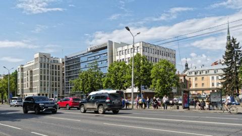 Bild: Rīga - Mit dem Bau der Rail Baltica wird sich auch das Erscheinungsbild der 13. janvāra iela, die zwischen Bahndamm und Altstadt verläuft, ändern. Es wird mindestens Fußgängerüberwege geben. Klicken Sie auf das Bild, um es zu vergrößern.