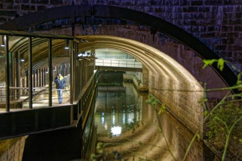 Bild: Rīga - Der Stadtkanal unter dem Kaufhaus Stockmann: Der Stadtkanal darf durch den Bau der Rail Baltica nicht beeinträchtigt werden. Klicken Sie auf das Bild, um es zu vergrößern.