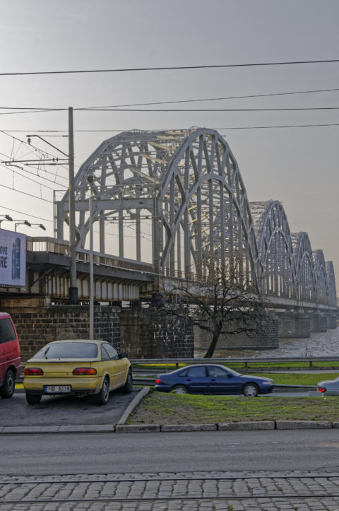 Bild: Rīga - Mit dem Bau der Rail Baltica wird es eine eine zweite Eisenbahnbrücke über die Daugava geben. Diese wird südlich der alten verlaufen und soll den Blick auf die alte Brücke nicht stören. Klicken Sie auf das Bild, um es zu vergrößern.