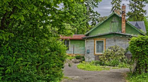 Bild: Der Kurort Jūrmala ist heute eine eigenständige Stadt nordwestlich von Rīga. Bis heute dominieren romantisch wirkende Holzhäuser mit Gärten diese Stadt am Stand des Golf von Riga. Dennoch leben hier fast 58.000 Einwohner. Klicken Sie auf des Bild um es zu vergrößern.