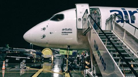 Bild: Die Airline airBaltic stellt ab dem 17.03.2020 alle internationalen Flüge ein. Moderne Bombardier C-Series bzw. Airbus A220 Maschine der airBaltic. Aufnahme vom Oktober 2017. Klicken Sie auf das Bild um es zu vergrößern.