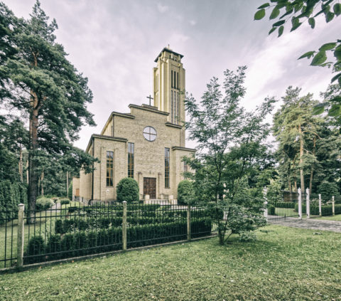 Image: The neighborhood of Sarkandaugava in the Nortern district of Rīga. Roman Catholic Church on Meža prospekts. Click on the image to enlarge it.