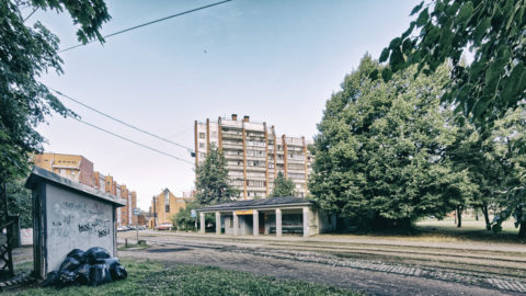 Image: The neighborhood of Sarkandaugava in the Nortern district of Rīga. Apartment building near ALDARIS. Click on the image to enlarge it.