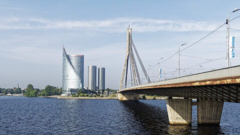 Image: The Vanšu Bridge in Rīgā. In the background you can see the SWEDBANK and both Z-Towers. Double click on the image to enlarge.